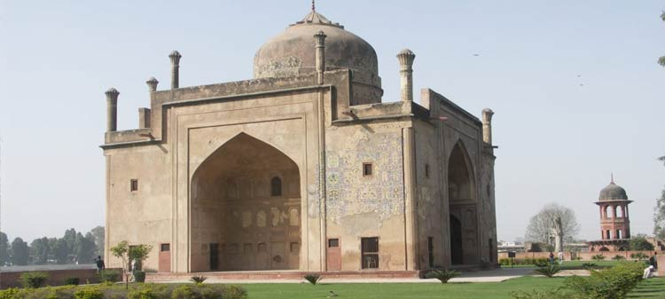 Chīnī kā Rauza tomb, best places to visit in agra